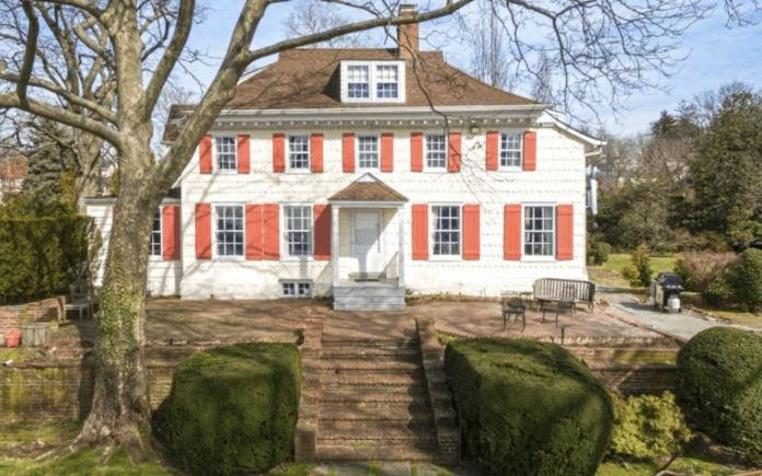A Dutch Delight – Cornelius Van Wyck House, 126 West Drive, Little Neck Bay, Douglas Manor, Douglaston, Queens, NY 11363, United States of America – For sale for £2.59 million ($3.25 million, €3.05 million or درهم11.94 million) through Daniel Gale Sotheby's International Realty