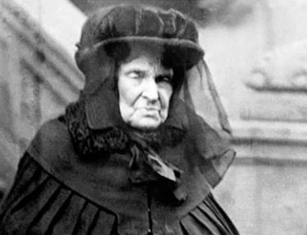 "Hetty Green (AKA Henrietta Green, 'The Witch of Wall Street,' née Henrietta Robinson, 1834 – 1916) – ""The greatest miser"" and ""richest woman in America"" during the Gilded Age, Hetty Green lived by the rule of ""buy cheap and sell dear."""
