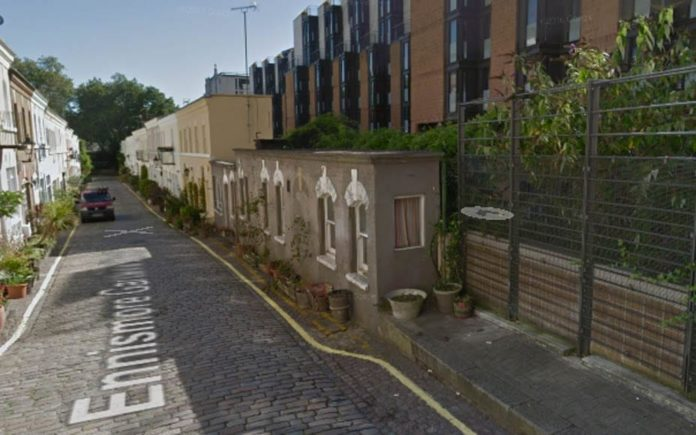 "Narrow in Knightsbridge – 2.5-foot wide house sells for £810,000 –Tiny, 2.5-foot deep ""corridor house"" 1B Ennismore Gardens Mews, Knightsbridge, London, SW7 1HX sells for £810,000 ($1 million, €936,000 or درهم3.7 million) at Savills auction"