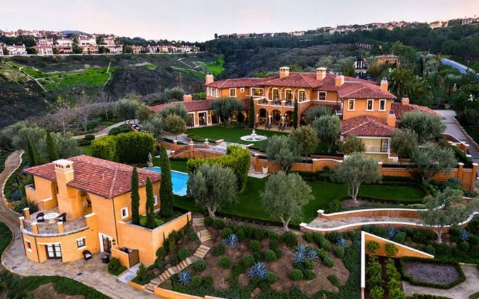 Flying a White Elephant – One Pelican Hill Road North, Newport Coast, Newport Beach, Orange County, California, CA 92657 – Once listed at £67 million and sold for £14 million. Now for sale again for £43 million after death of owner Toshiaki Ogasawara – Offered by Pace Properties.