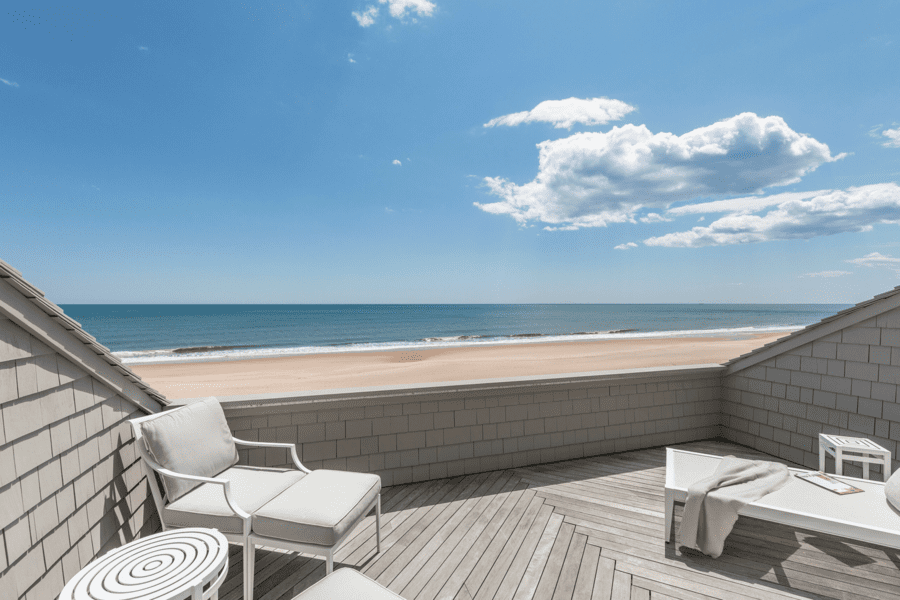 A Highway Ponzi House – 216 Old Montauk Highway, Montauk, The Hamptons, New York State, NY 11954, United States of America – Montauk beach house built for Ponzi schemer Bernie Madoff resurfaces for sale for double what U.S. Marshalls got for it in 2009 – Offered for sale by Out East for £14.1 million ($17.9 million, €15.3 million or درهم65.7 million). Owned currently by Broadway producer Daryl Roff and real estate billionaire Steven Roth.