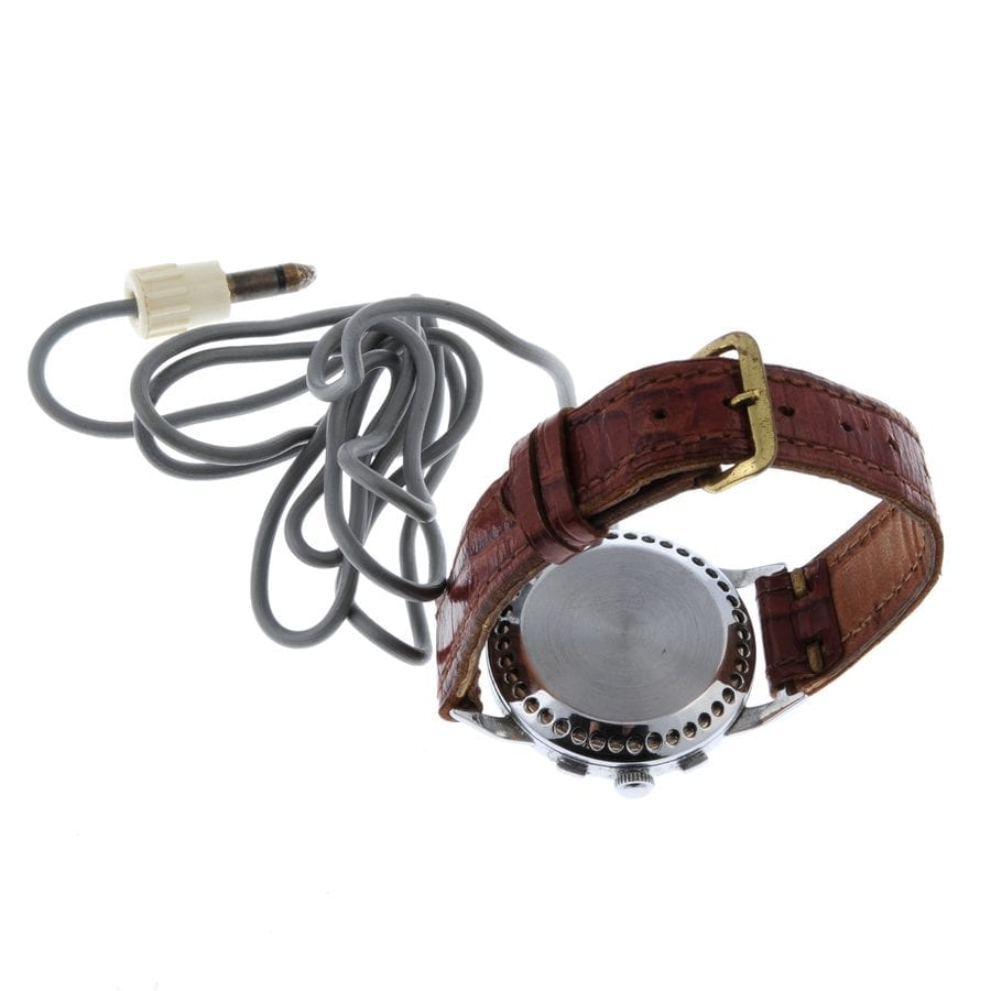 Spying a Watch – 1950s Cold War espionage watch to be auctioned – 1950s Cold War espionage device disguised as a watch to be auctioned for a surprisingly low sum; someone could end up spying a bargain and something akin to what Jack Ruby even once owned. Fellows auctioneers have set an estimate of £140 to £200 ($187 to $267, €157 to €224 or درهم687 to درهم982) and will sell it online on 8th December 2020.